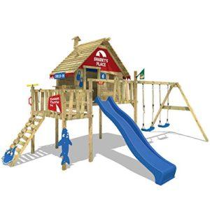 WICKEY-Stelzenhaus-Smart-Resort-Spielturm-Kletterturm-mit-Schaukel-Holzdach-Kletterleiter-Spielhaus-blaue-Rutsche-rot-blaue-Plane-0